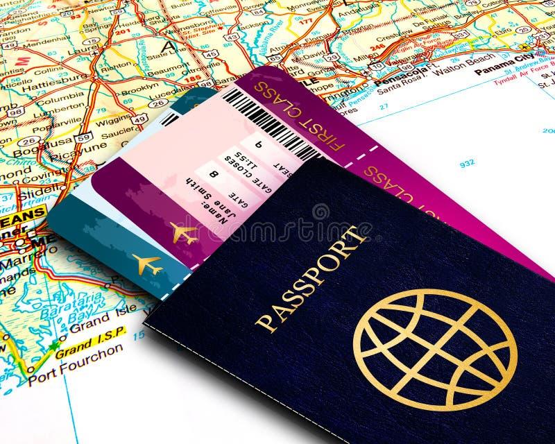 在地图背景的护照和飞行票 库存图片