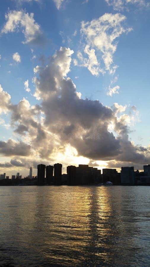 在地平线的云彩 库存照片