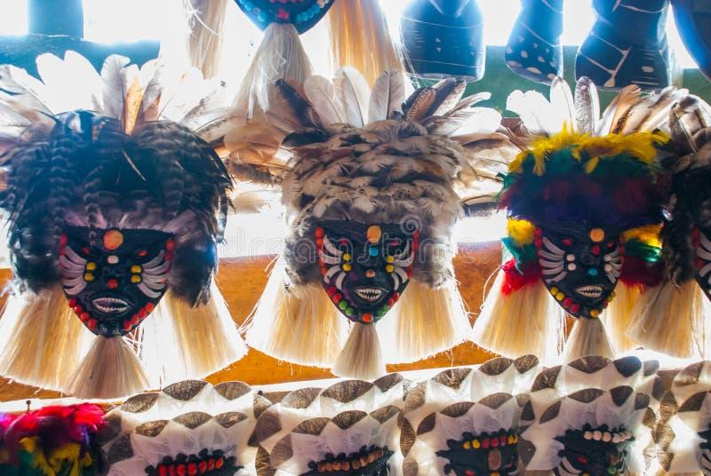 ?? 在地方坚果和动物做的亚马逊雨林的纪念品在伊基托斯附近 游人的市场亚马孙河的 免版税库存图片