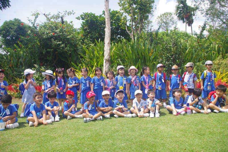 在地方学校旅行的孩子 图库摄影