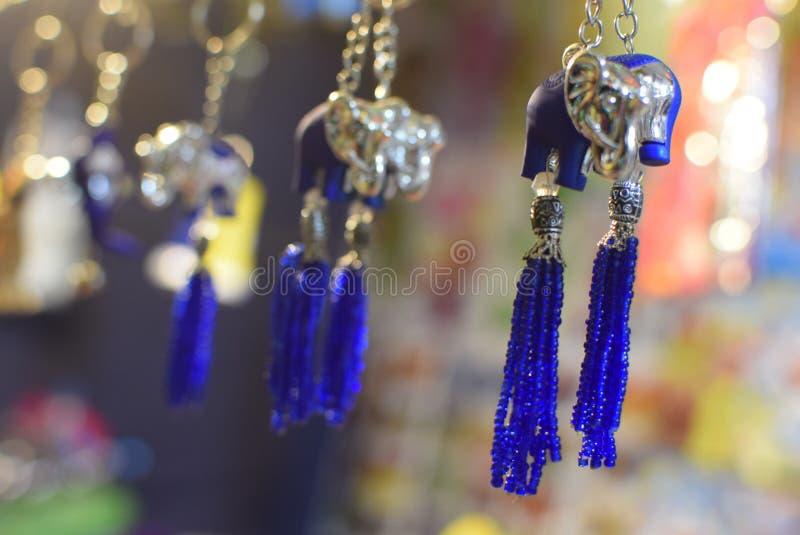 在地方市场的幸运的魅力在Durgapur,印度 库存照片