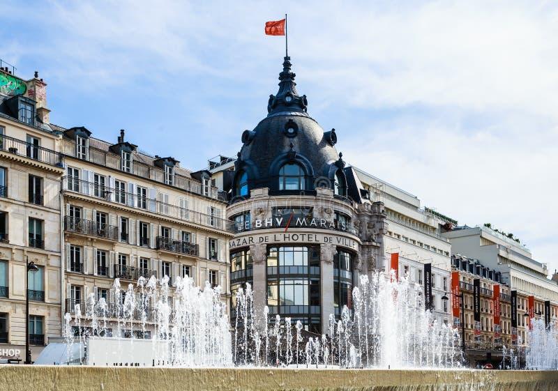 在地方旅馆deVille的喷泉 巴黎 免版税图库摄影
