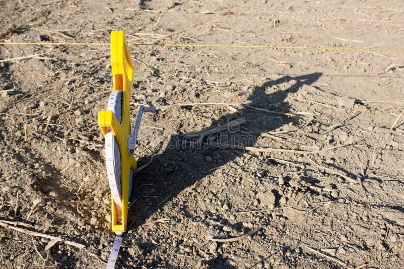 在地板沙子的轮盘赌大地测量学的100米 库存图片