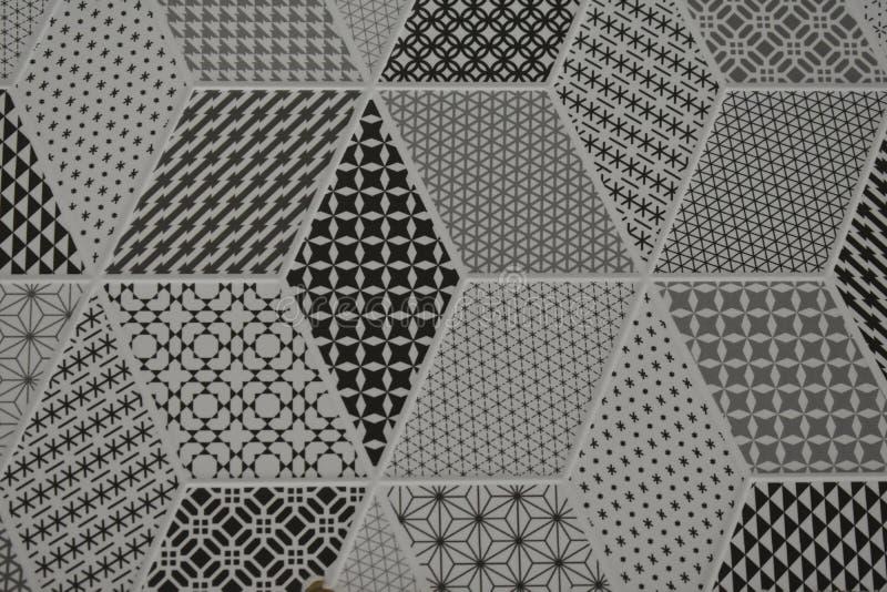 在地板的墙壁的陶瓷砖装饰的金银细丝工的样式 免版税库存照片