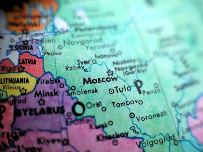 在地球地图的莫斯科俄罗斯焦点宏观射击旅行博克、社会媒介、网站横幅和背景的 库存图片