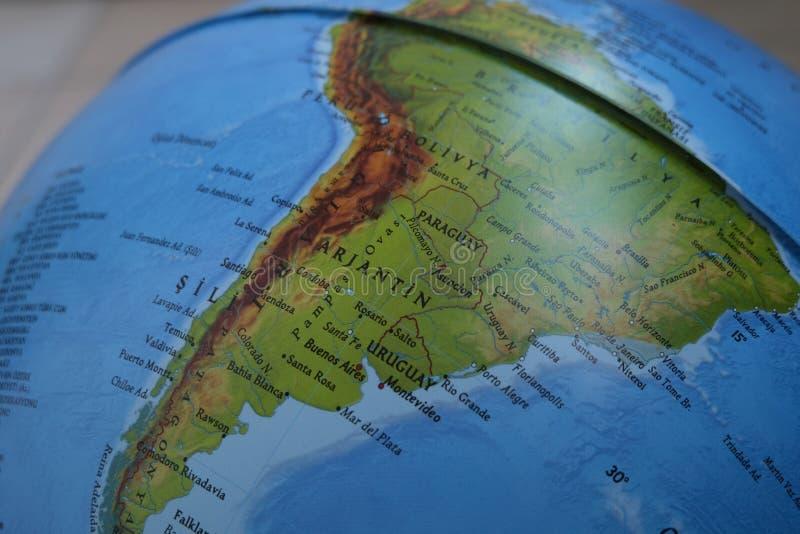 在地球地图的阿根廷南美洲焦点宏观射击旅行博克、社会媒介、网站横幅和背景的 免版税库存照片