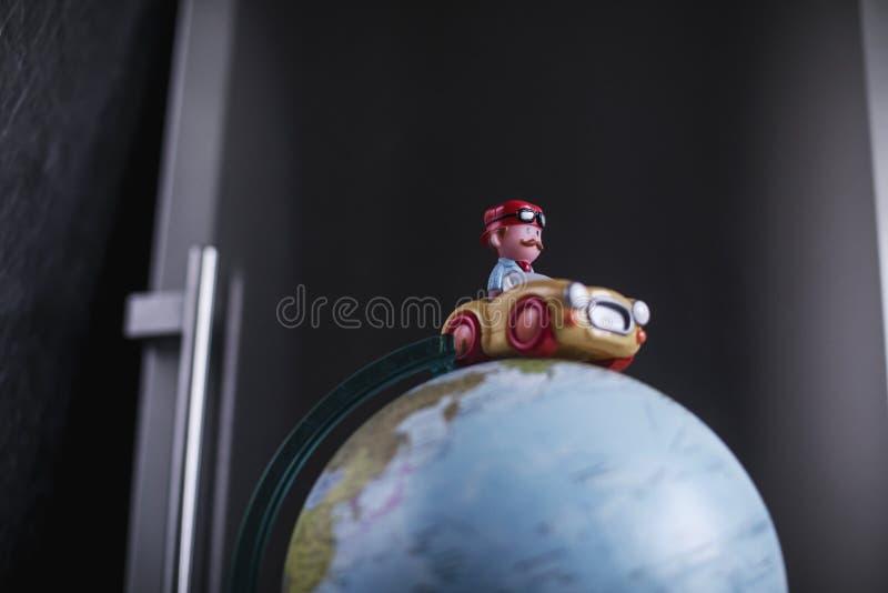 在地球的模型的玩具汽车 库存照片