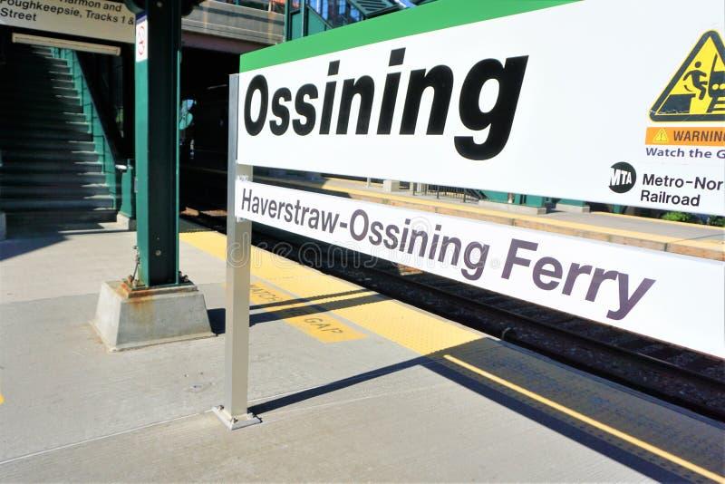 在地铁北部火车的Ossining中止 免版税库存照片