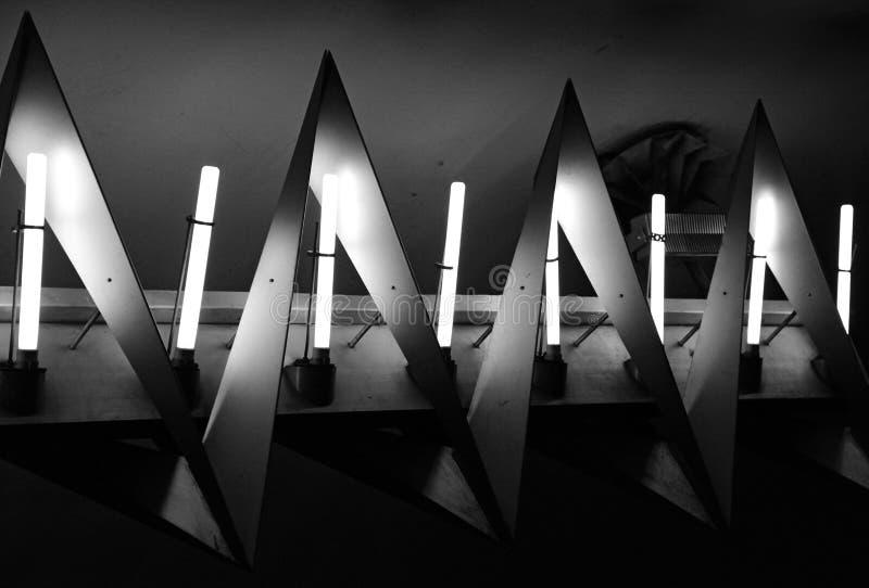 在地铁站的昏暗的哥特式形状光 免版税库存图片