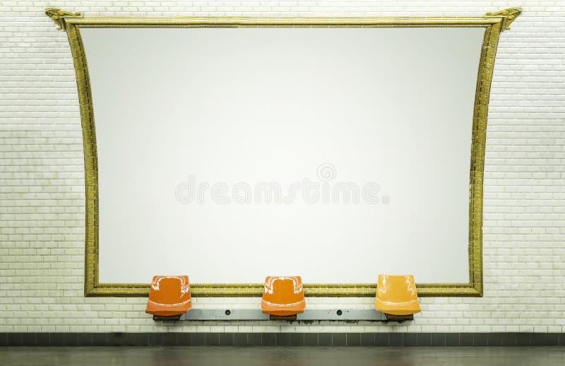 在地铁站的空白的广告牌 库存图片