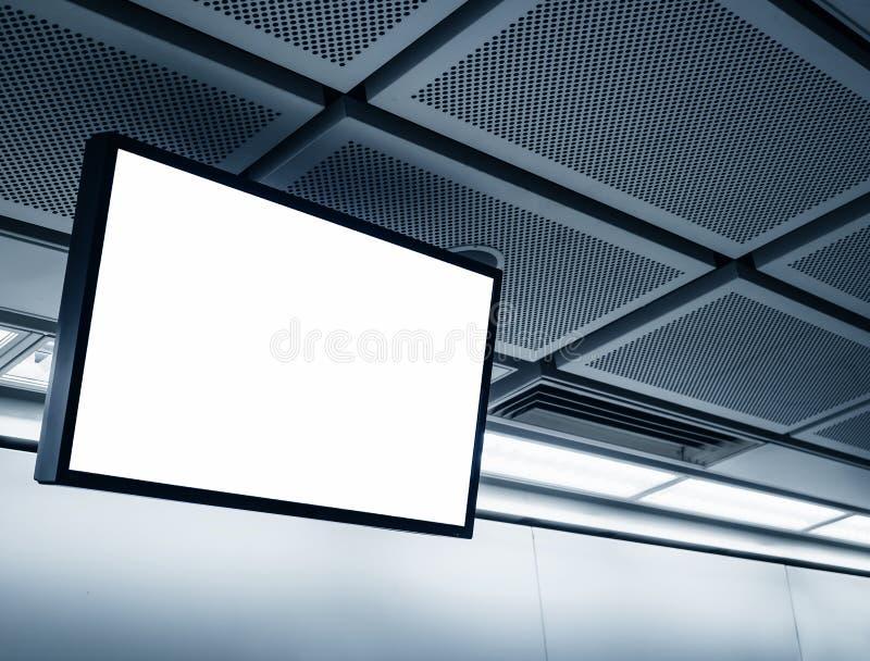 在地铁站的空白的LCD屏幕显示 免版税库存图片