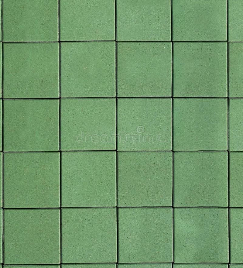 在地面上的绿色混凝土瓦 木背景详细资料老纹理的视窗 免版税库存照片
