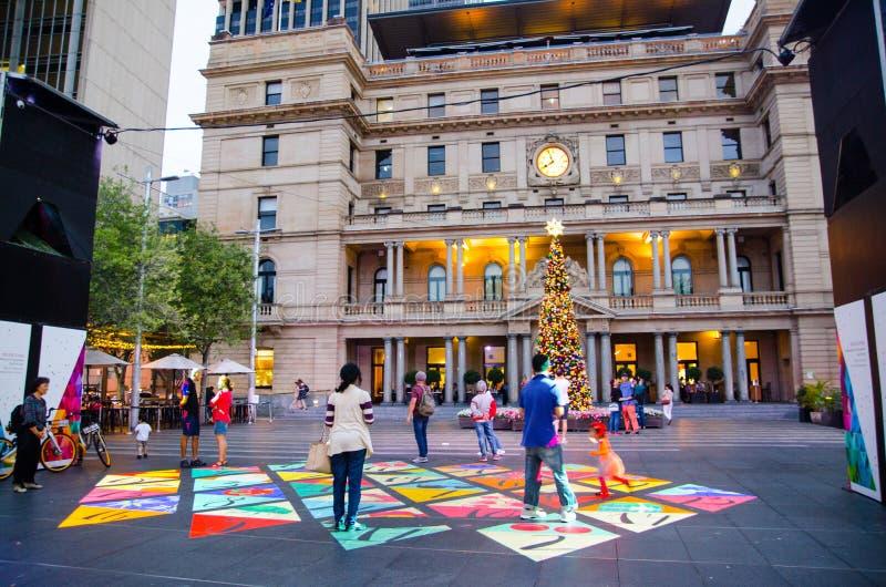 在地面上赋予生命的圣诞节投射在江海关广场由悉尼市生产了 免版税图库摄影