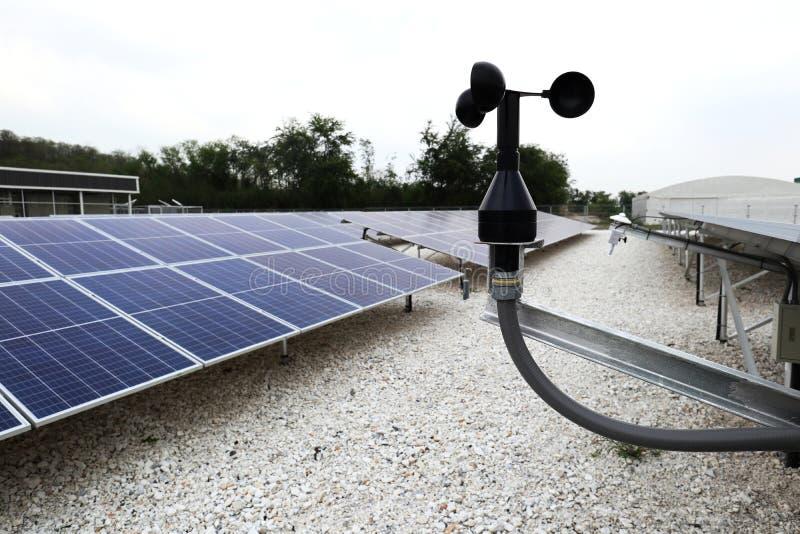 在地面太阳PV系统风速表  免版税库存图片