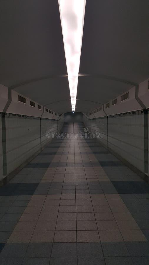 在地面步行方式下 免版税库存照片