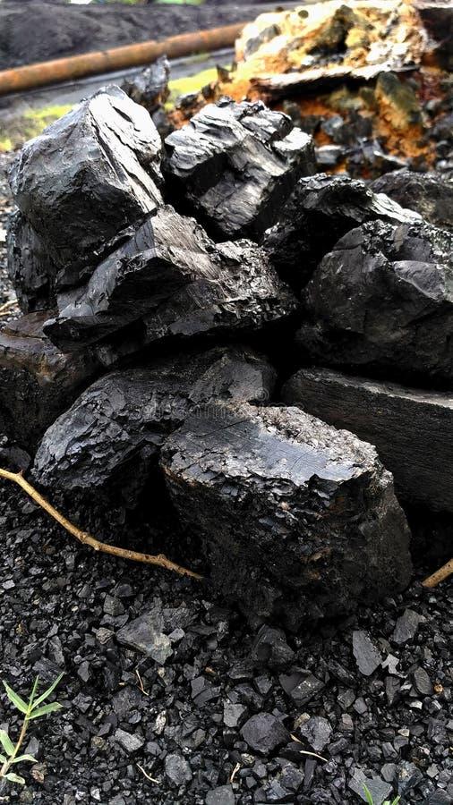 在地面的煤炭 库存照片