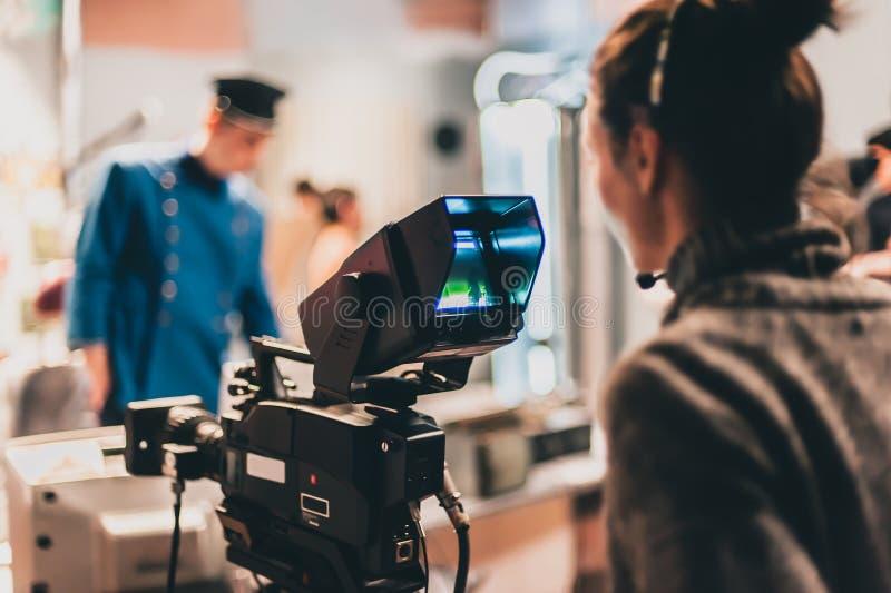 在场面之后 在照相机前面的演员 免版税库存图片