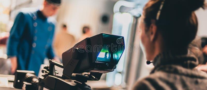 在场面之后 在照相机前面的演员 免版税库存照片