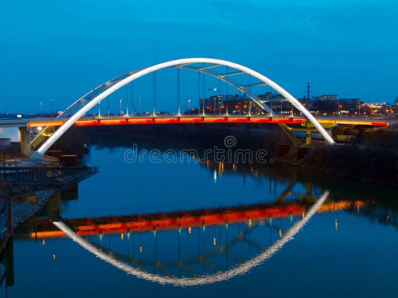 在坎伯兰河的桥梁在纳稀威田纳西 库存照片