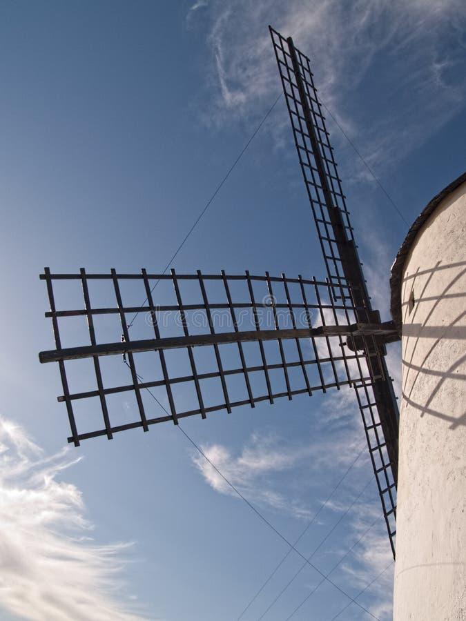 在坎波德克里普塔纳拉曼查雷阿尔城西班牙的风车 库存照片