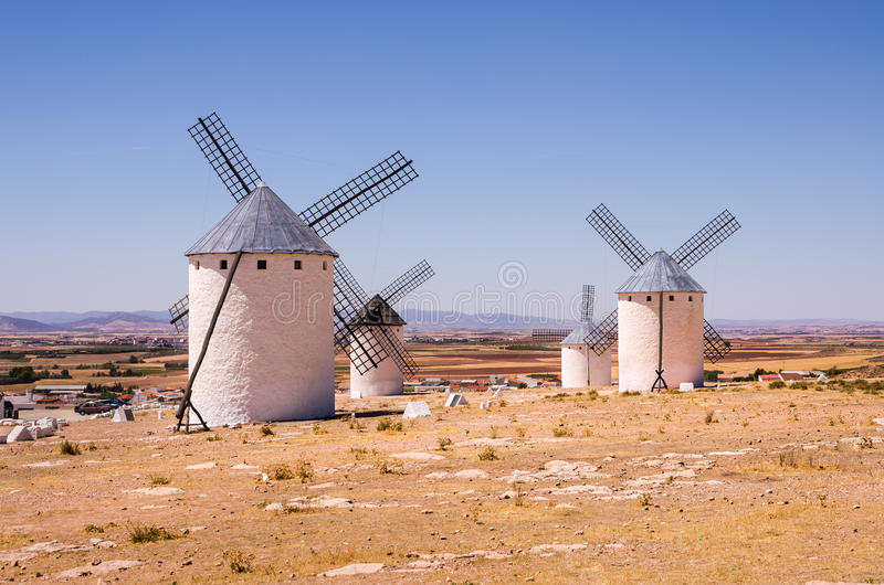 在坎波德克里普塔纳,西班牙的风车 库存图片