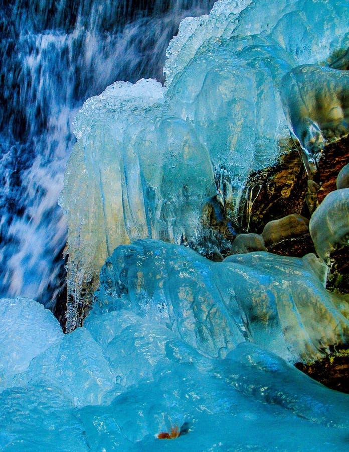 在垂悬的岩石国家公园的冰冷的秋天 免版税库存照片