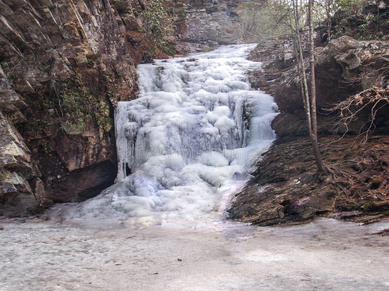 在垂悬的岩石国家公园的冻瀑布 图库摄影