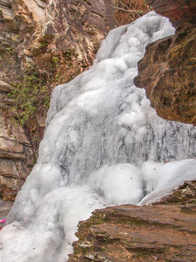 在垂悬的岩石国家公园的冻瀑布 免版税库存照片