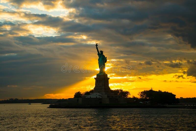 在埃利斯岛的自由女神像在纽约 图库摄影