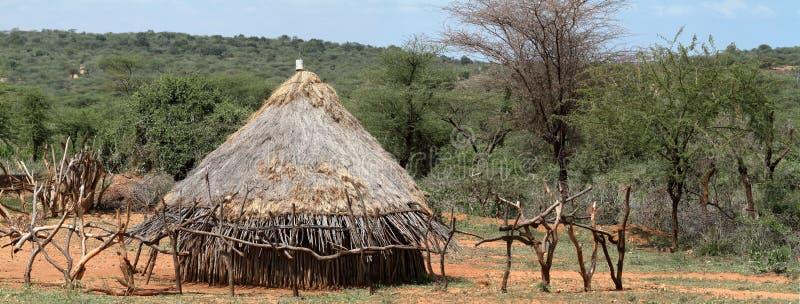 在埃塞俄比亚的Omo谷的传统秸杆小屋 库存照片