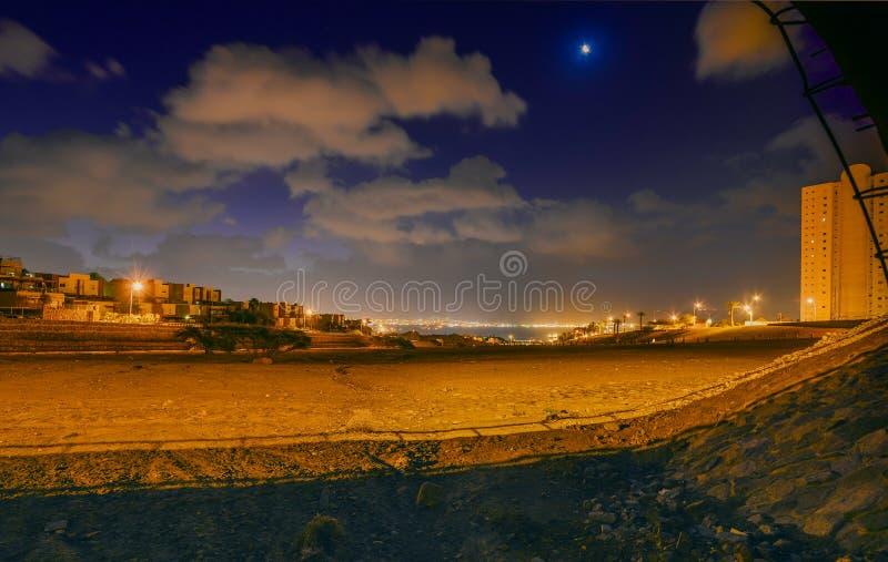 在埃拉特和亚喀巴的夜视图 库存图片