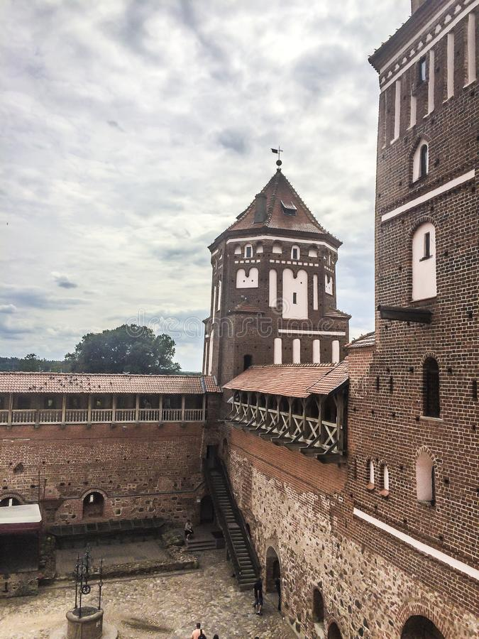 在城堡的庭院里面 免版税库存照片