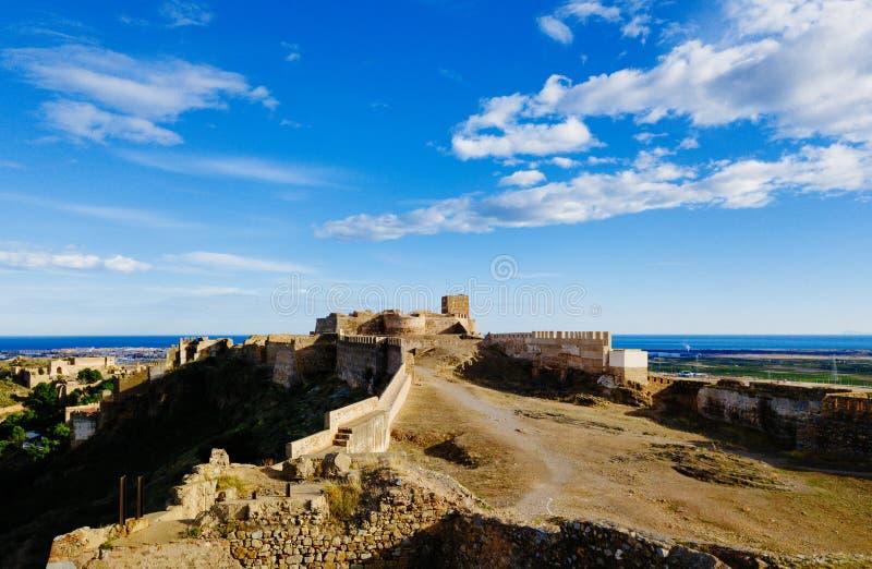 在城堡萨贡托的看法在晴天和多云日落期间 图库摄影