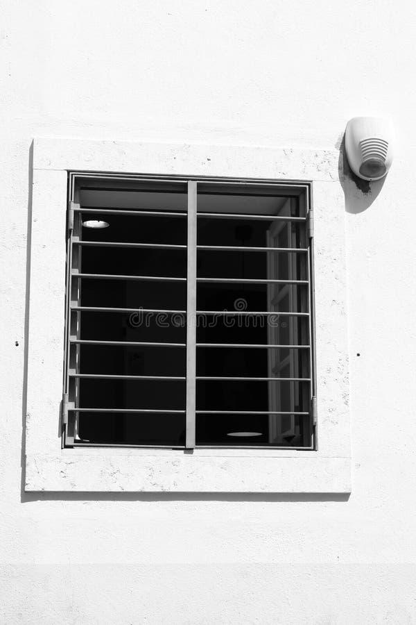 在城堡附近的窗口 免版税图库摄影