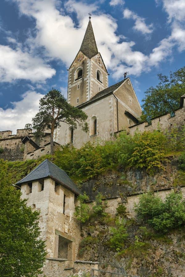 在城堡Hochosterwitz里面的教会 库存照片