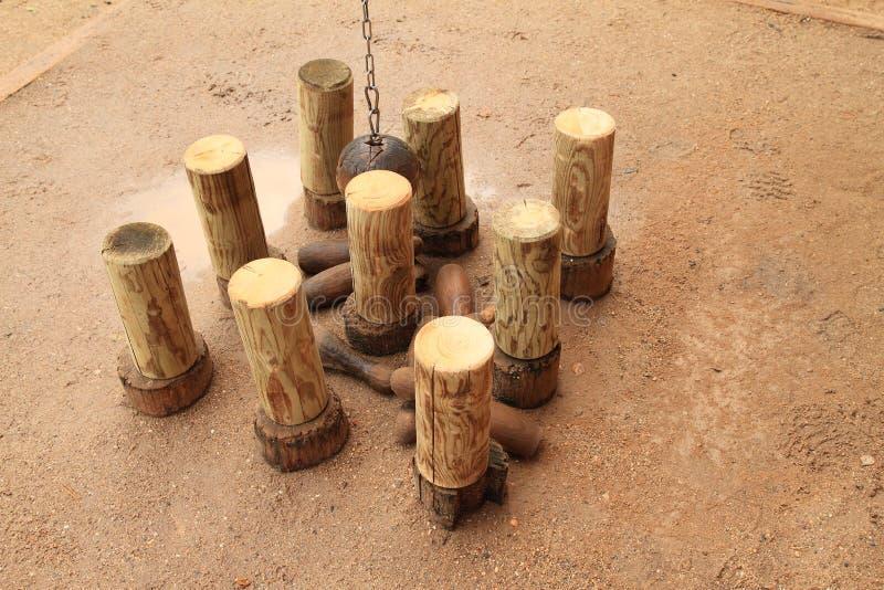 在城堡Kost的木九柱游戏用的小柱 免版税库存图片