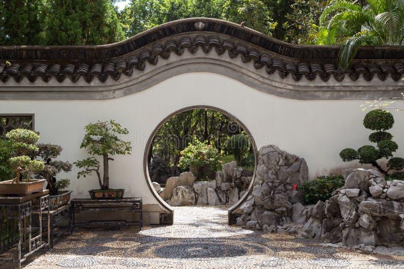 在城寨公园的圆的门道入口在香港 库存图片
