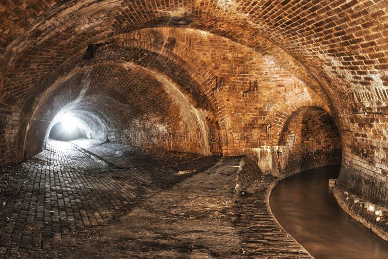 Download 在城市下的地下系统 库存图片. 图片 包括有 地铁, 隧道, 下面, 周末, 流失, 停止, ,并且, 系统 - 104192641