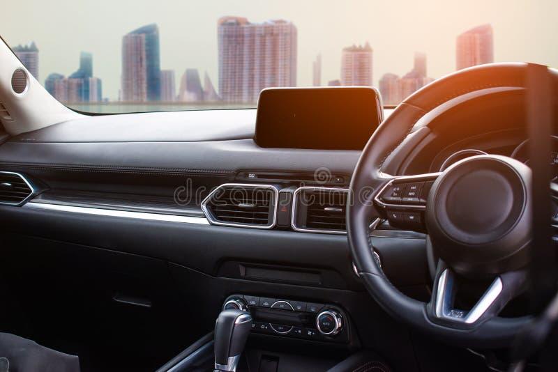 在城市使用墙纸的顾客的或背景的汽车内部为运输汽车与服务汽车 库存照片