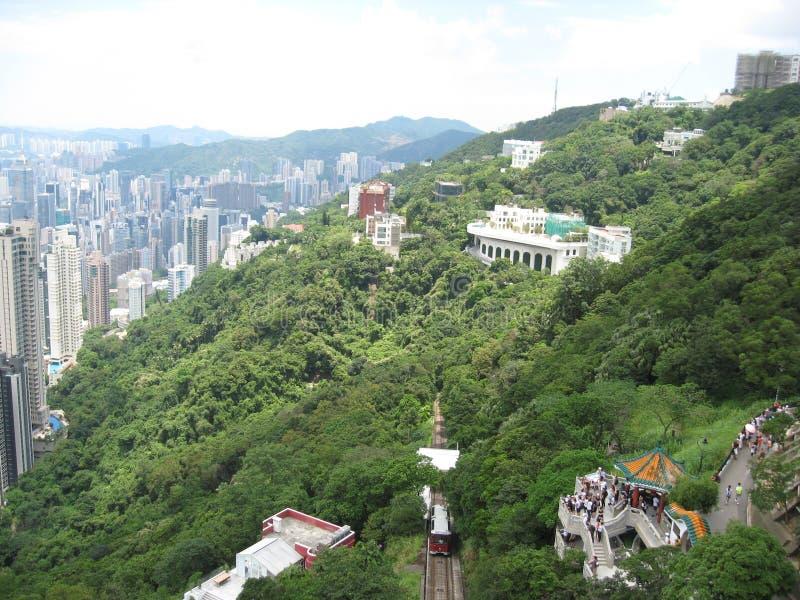 在城市和山的看法从维多利亚峰顶,香港 免版税库存照片