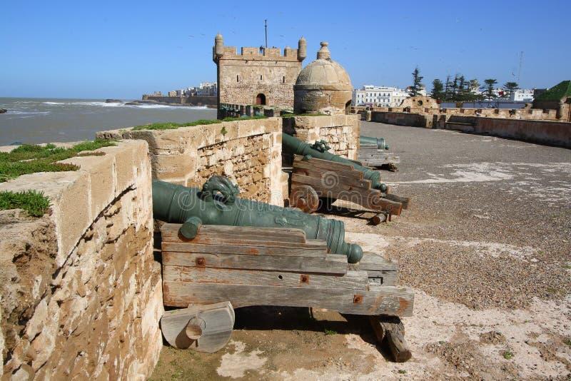 在城市墙壁上的大炮 免版税库存照片