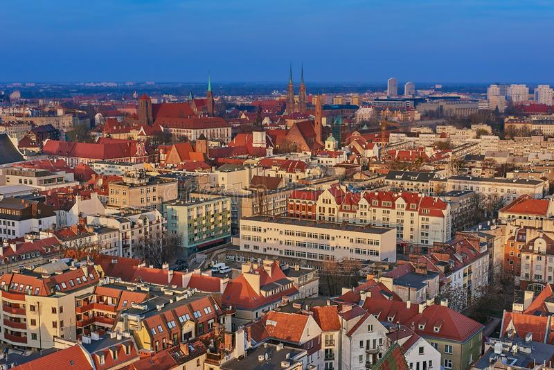 在城市弗罗茨瓦夫,波兰的中心的鸟瞰图 库存图片