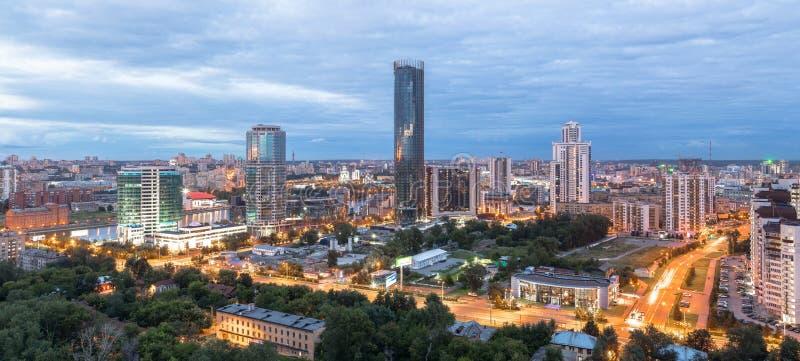 在城市摩天大楼的全景视图 图库摄影