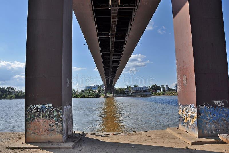 在城市桥梁下 库存照片