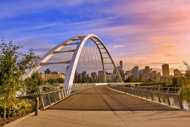 在城市的日出天空 库存照片