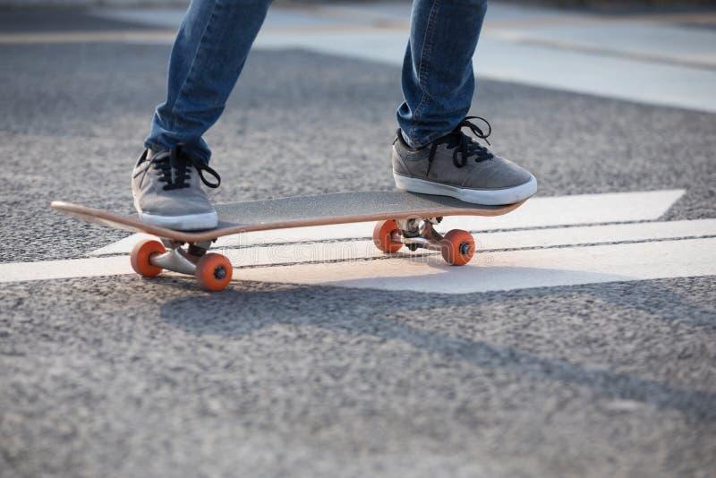 在城市的溜冰板运动 库存图片