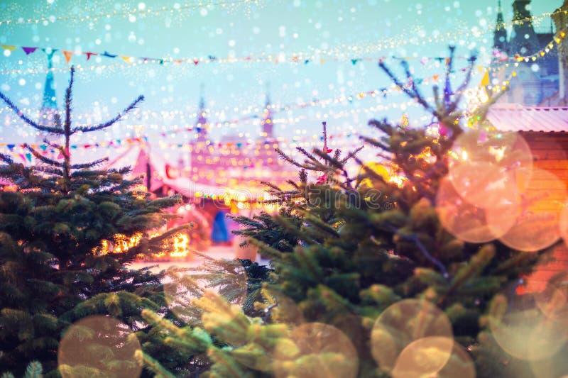 在城市的街道的欢乐照明 圣诞节在莫斯科,俄罗斯 红场 免版税库存照片