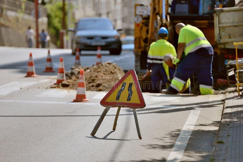 在城市街道上的道路工程 图库摄影