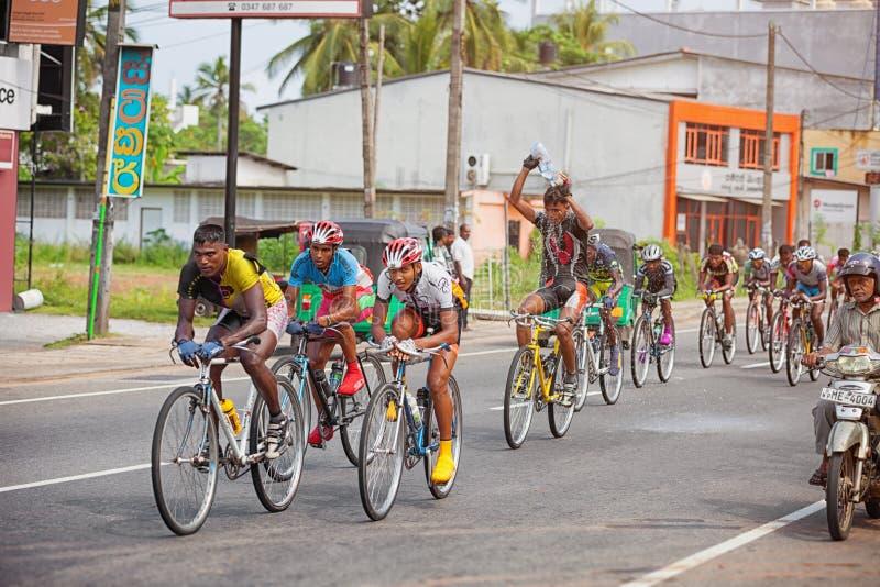 在城市街道的自行车比赛 免版税库存照片