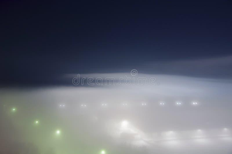 在城市谷的雾 图库摄影